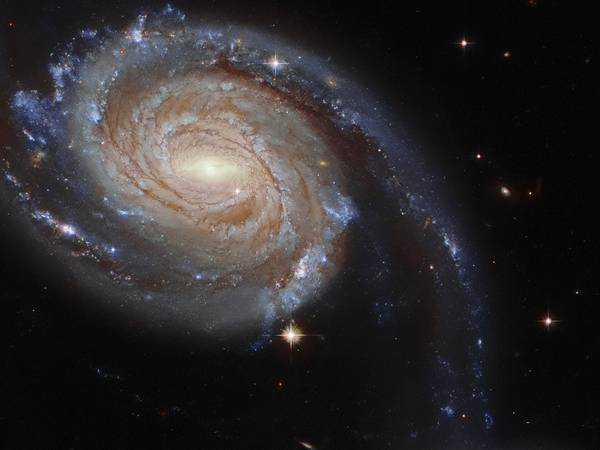 El Telescopio Espacial Hubble capta a dos galaxias que podrían estar colisionando a 220 millones de años luz