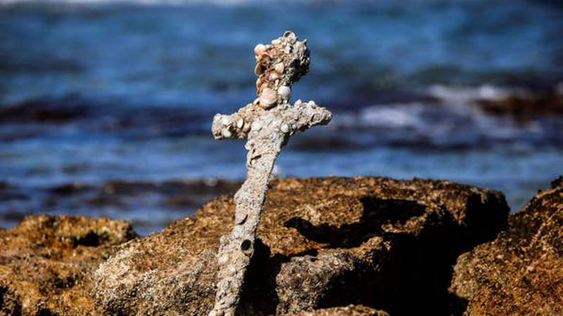 Un buzo encontró una espada de la época de las cruzadas en Israel