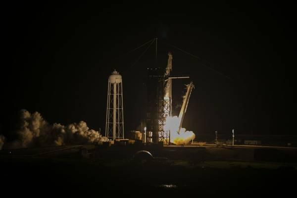 SpaceX debe solucionar un problema con el inodoro de la Crew Dragon antes de su lanzamiento