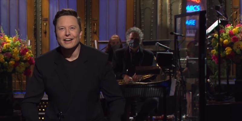 Elon Musk conduce SNL, revela que tiene Asperger y todo resulta tan raro como suena