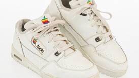 Apple: zapatillas con el logo de la compañía tecnológica son subastadas por US $10,000