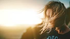 Desarrollan nuevas terapias para minimizar la caída del cabello en mujeres