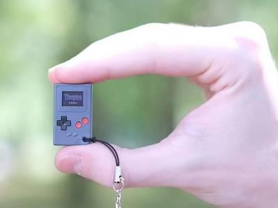 Thumby, la consola de videojuegos más pequeña del mundo del tamaño de una estampilla