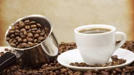 El riesgo de morir de una enfermedad cardiaca se reduce con el consumo moderado de café