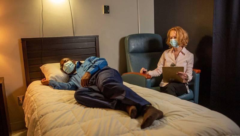 Investigadores determinaron en estudio que ejercitarse en horas vespertinas altera la forma en la que las personas duermen.