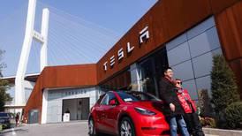 Tesla invierte una fortuna en Bitcoin y pretende aceptar la criptomoneda como forma de pago