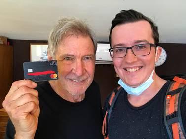 Turista en Italia encuentra tarjeta de crédito y resulta ser de Harrison Ford