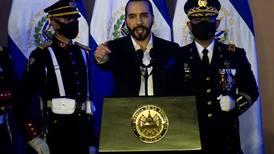 El Salvador inicia su era del Bitcoin, pero la criptomoneda cae estrepitosamente