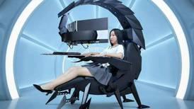 """Es aerodinámica, se ajusta a tu comodidad y puede soportar una pantalla de 49 pulgadas: conoce la nueva silla """"escorpión"""" de Cluvens"""