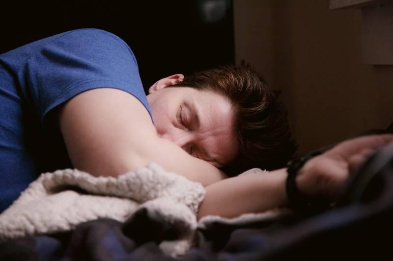 El ciclo lunar tiene un mayor impacto en la calidad del sueño de los hombres.