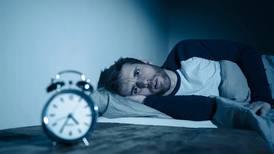 ¿Tienes problemas para dormir? Este estudio dice que probablemente sea culpa de la fase lunar